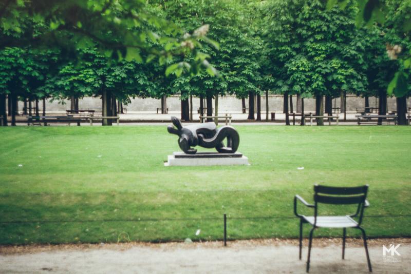 Falling in love in Paris (Zenit SLR analog print scan)
