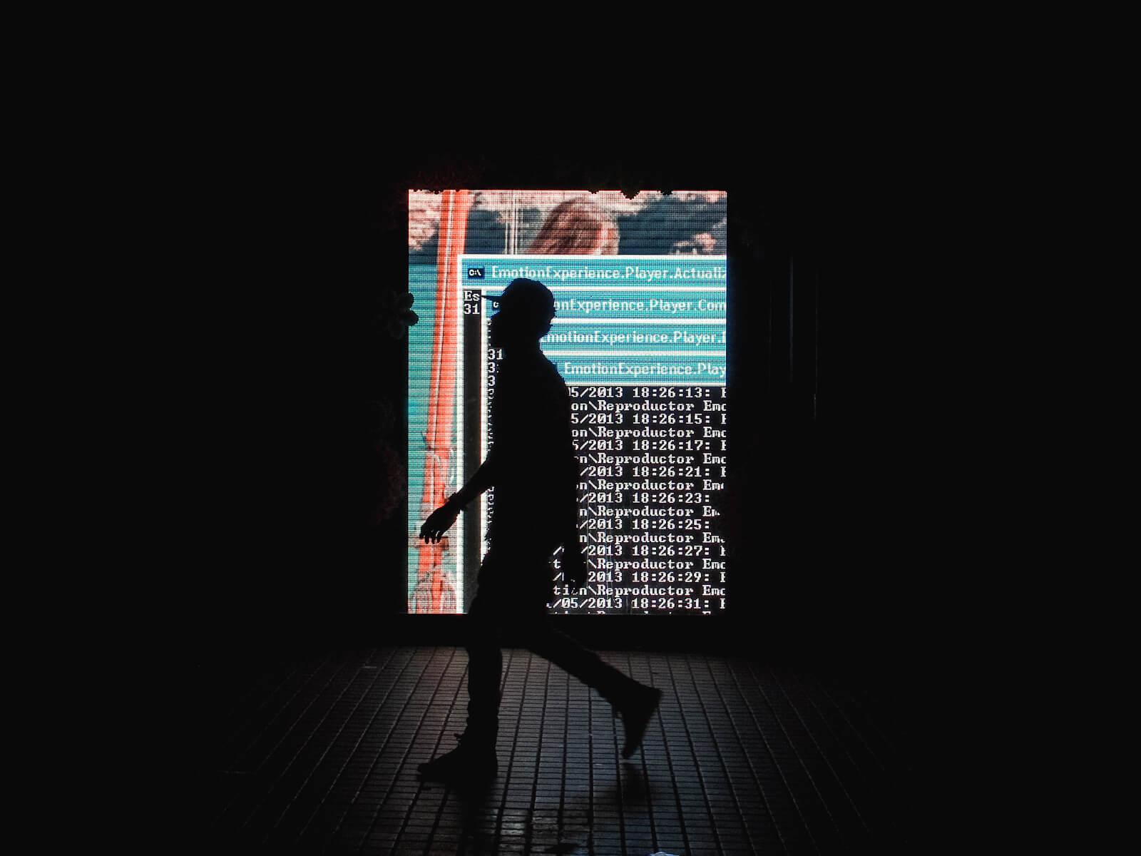 Barcelona, EmotionExperience.Player, advertising display, dos window, sidewalk silhouette walking
