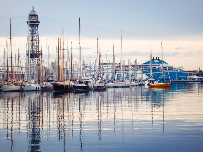 Barcelona, calm water, mast pole reflexions, yacht port