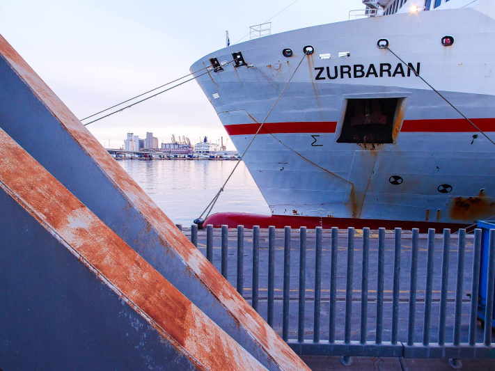 Barcelona port, rusty metal, zurbaran ship ropes