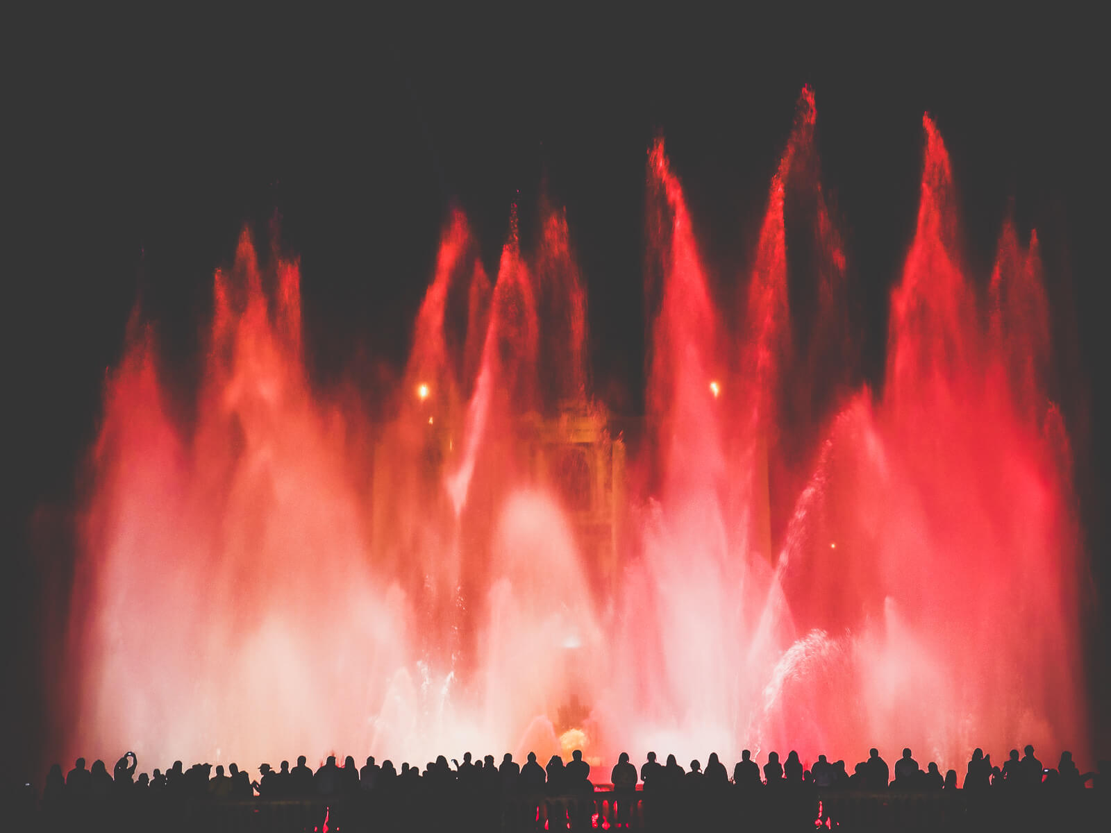Barcelona Street Photography, Montjuic fountain, people silhouette spectating, red water