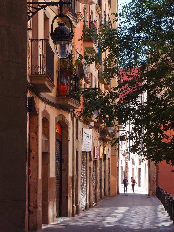 Barcelona, narrow alley streets, old town, pedestriants walking, streetlife