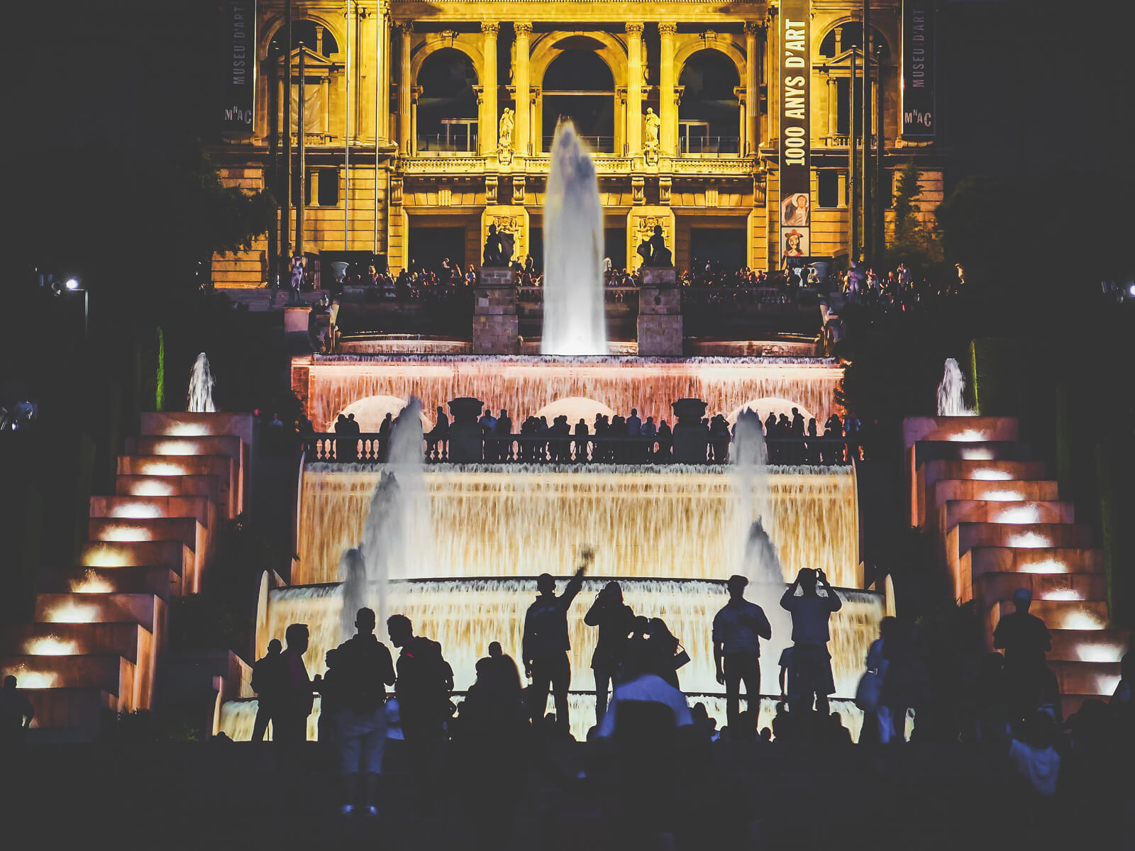 Barcelona Street Photography, Mnac front, Montjuic fountain, Museu Nacional Art Catalunya, silhouette spectating