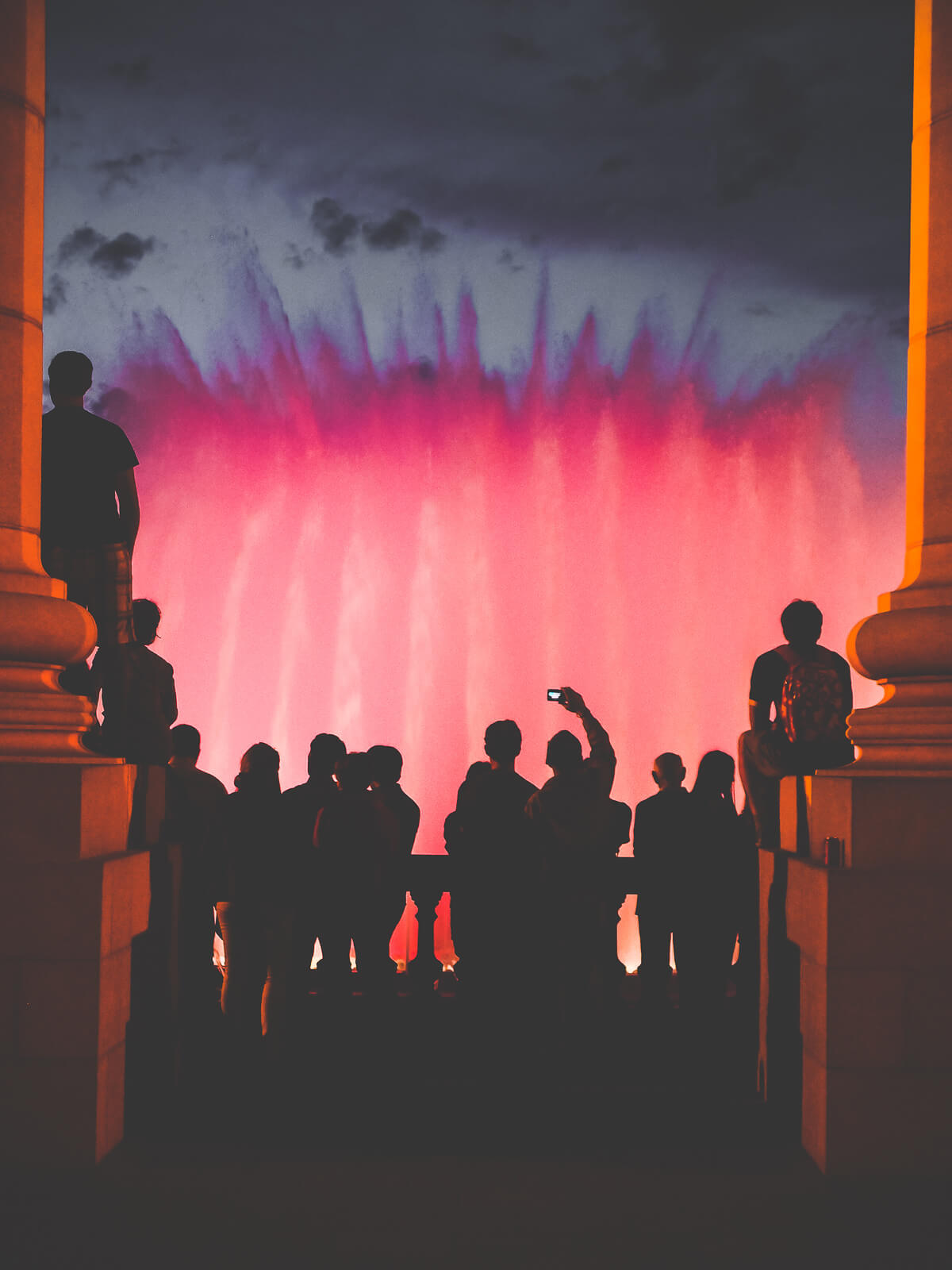 Barcelona Street Photography, Montjuic fountain, red water, speople ilhouette spectating