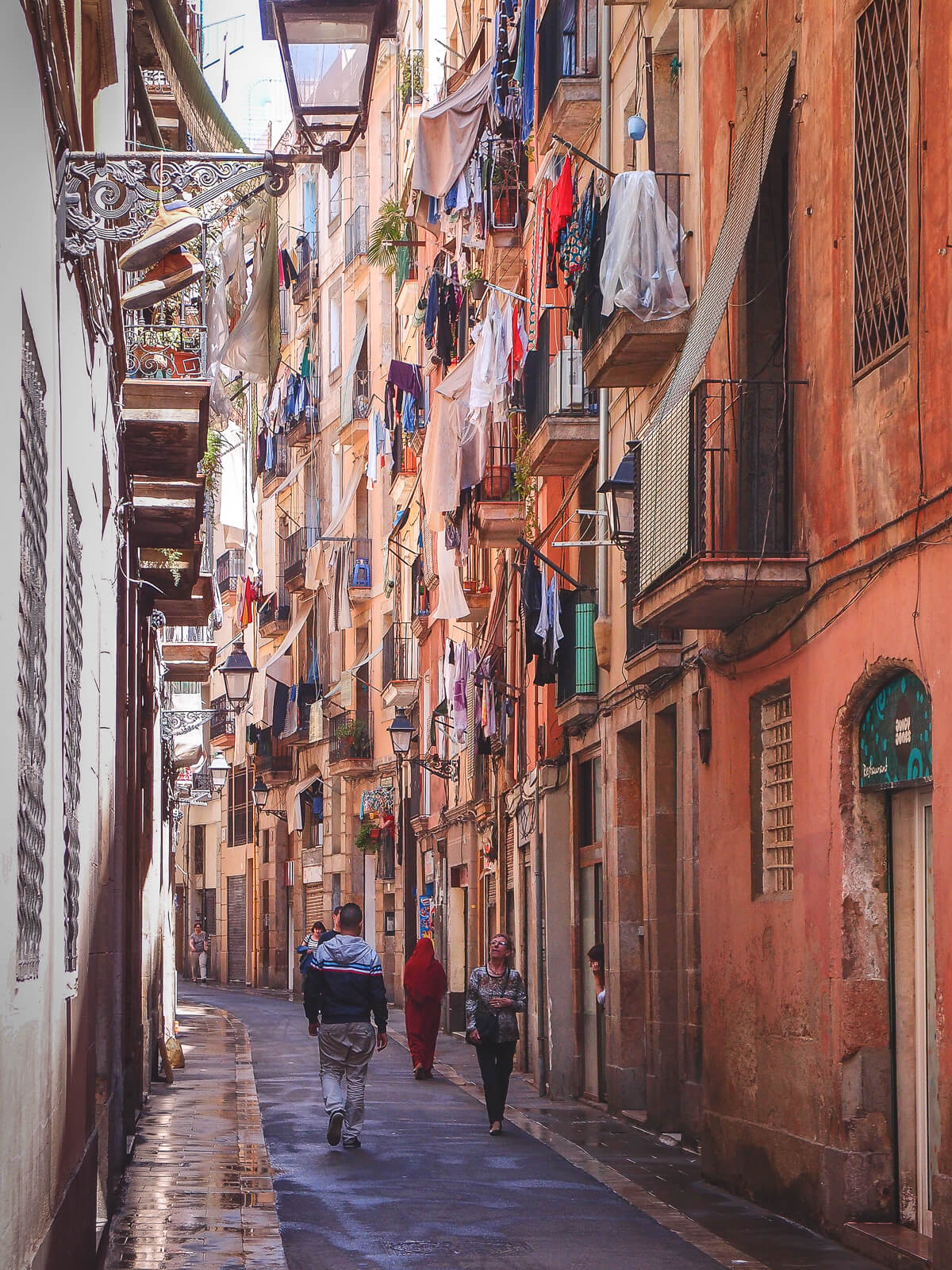 Barcelona Street Photography, cloths dry outside, narrow alley streets, old town, pedestriants walking, streetlife