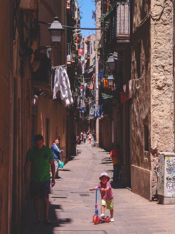 Barcelona, cloths dry outside, narrow alley streets, old town, pedestriants walking, streetlife