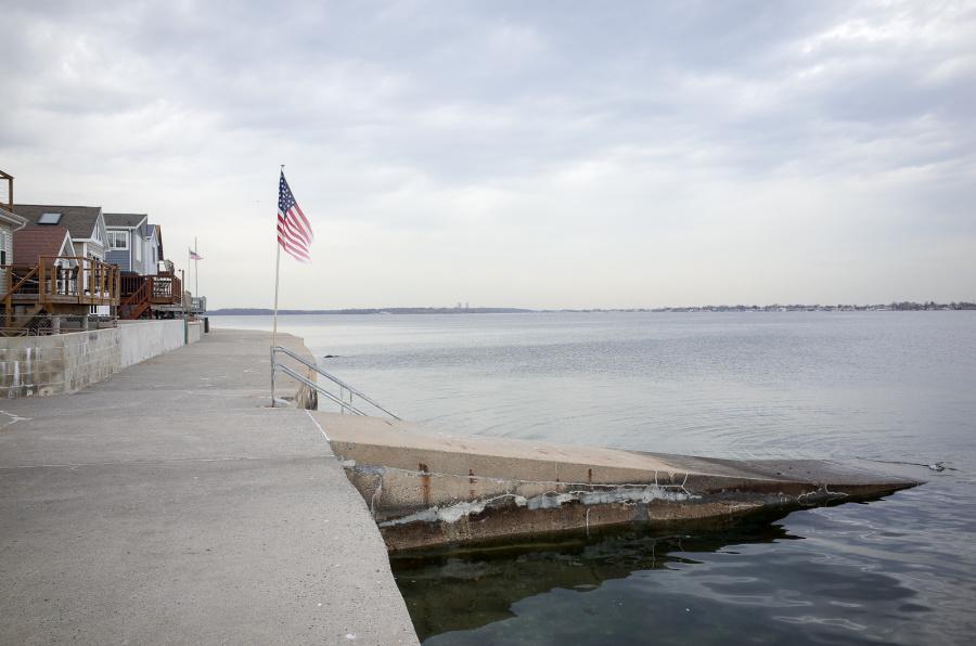 Park of Edgewater Beach Ramp - Exif Data: 1/200sec - f/5.6 - ISO-125