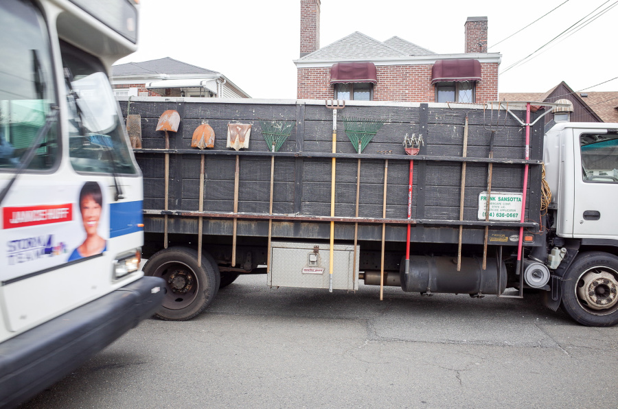 Garden Tools Truck - Exif Data: 1/125sec - f/5.6 - ISO-160