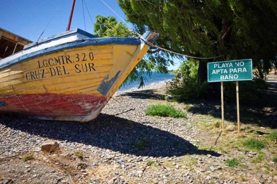 Chile Chico Beach stranded fisher boat Playa No Apto Para Bano
