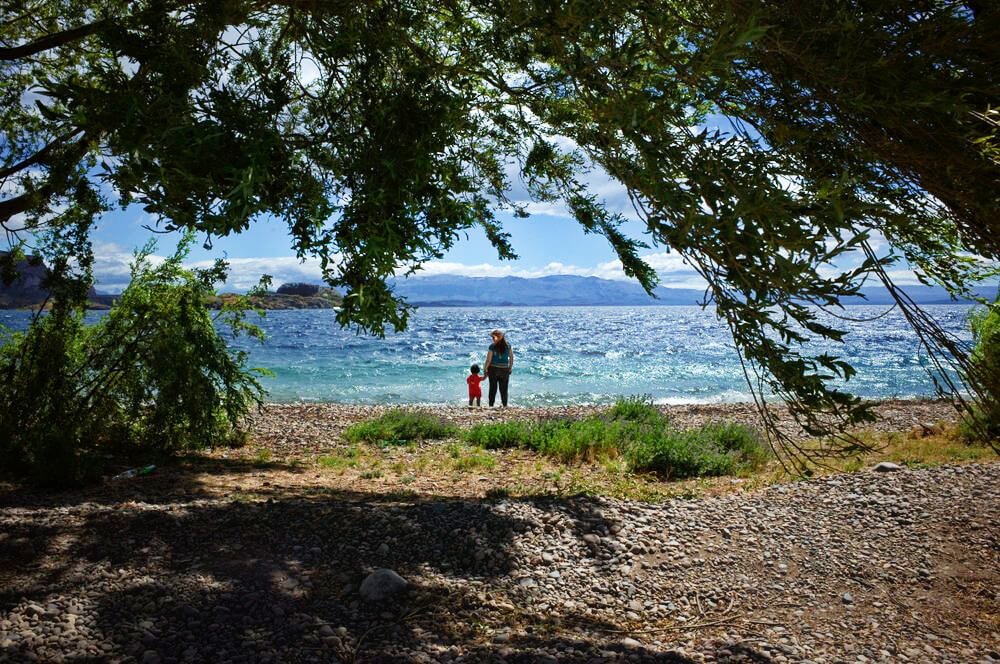 13_Chile-Chico-Mother-and-Child-standing-by-the-Lake-shore